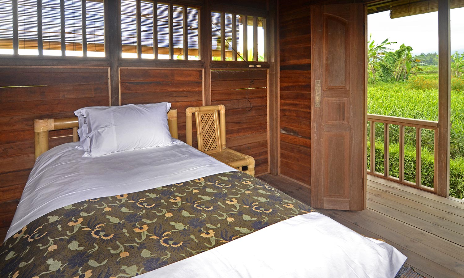Bali Silent Retreat Bungalow - queen bed