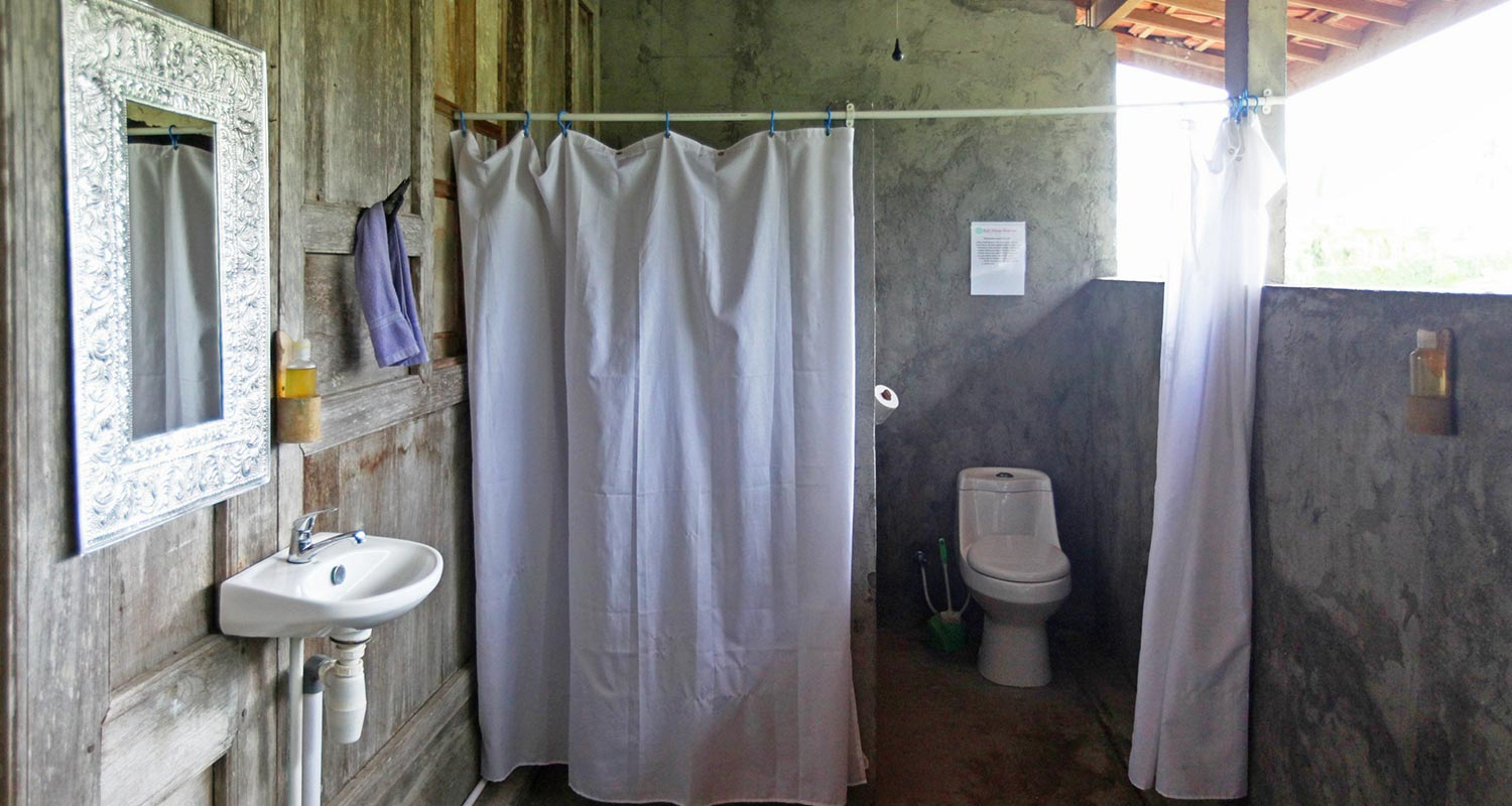 bali-silent-retreat-dormitory-bathroom