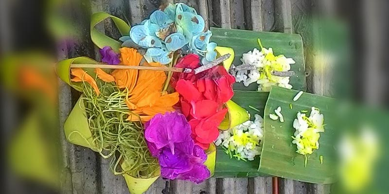 Make a Balinese offering