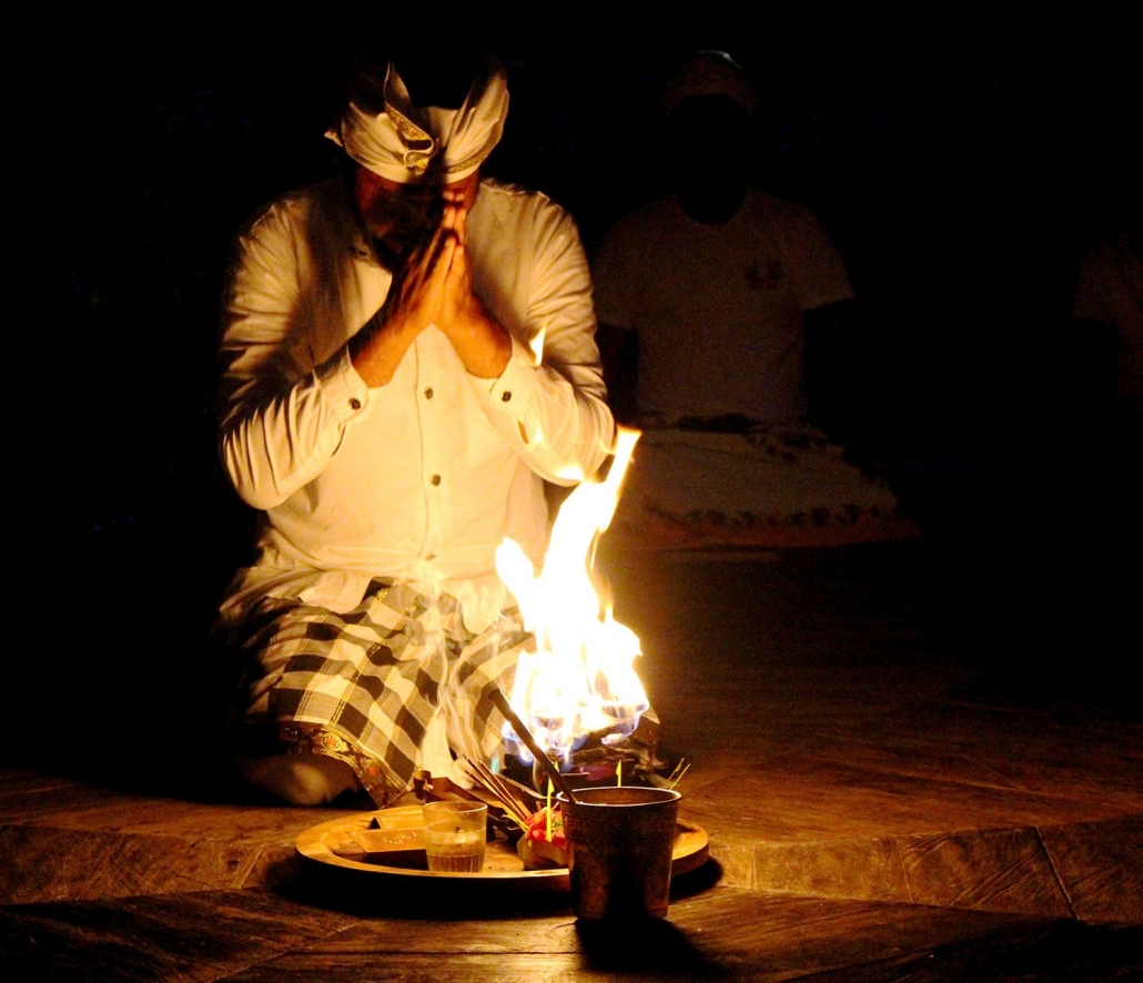 Agnihotra fire ceremony with Sang Tu